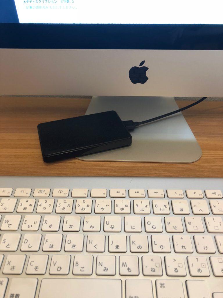 iMac 外付け SSD つなぐ カッコ悪い 邪魔