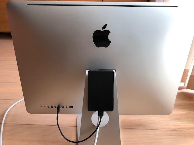 iMac 裏面にSSDを両面テープで取り付けるとスッキリします