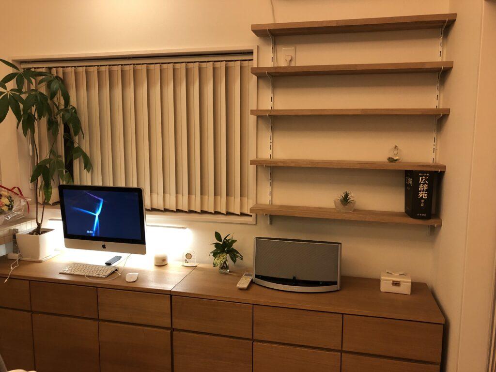 シンプルで頑丈な造り付けの本棚のDIY 完成写真 おしゃれ