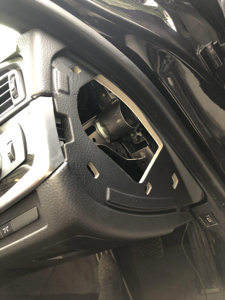 BMW 523d F10 運転席右側面 カバー 外した後